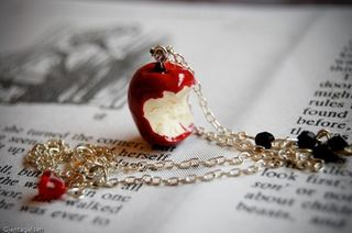 Snow whites necklace